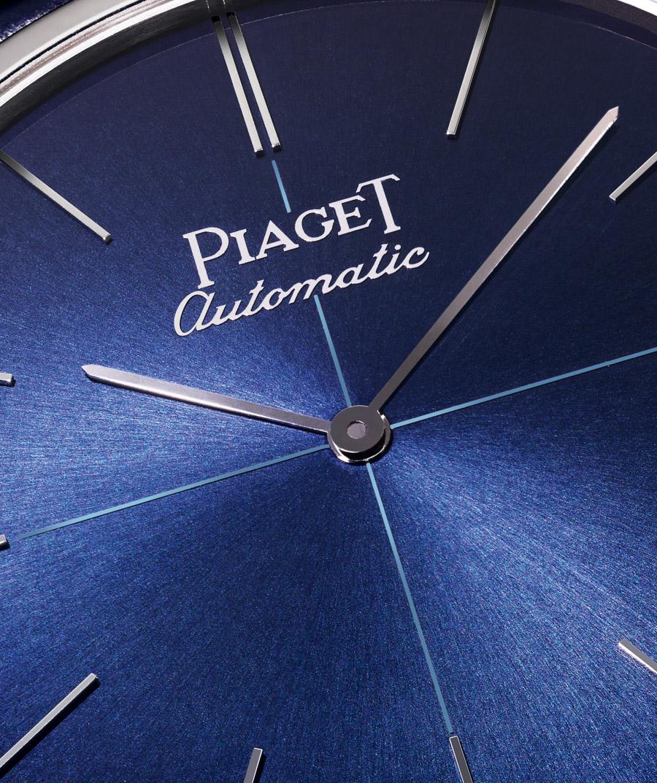 Das mittige Kreuz auf dem Zifferblatt wurde von früheren Piaget-Altiplano-Modellen übernommen.